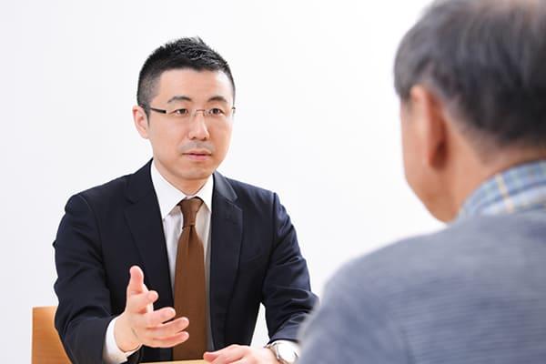 札幌市中央区の事務所にて、専門家と面談を実施します。
